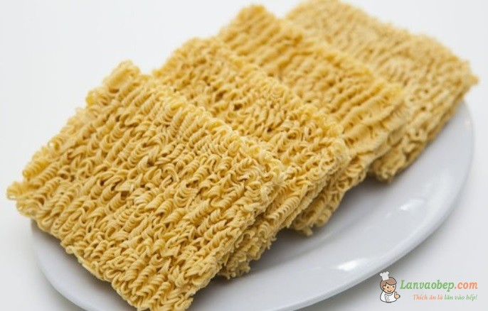 Cách chế biến mì ăn liền đúng cách không hại cho sức khỏe