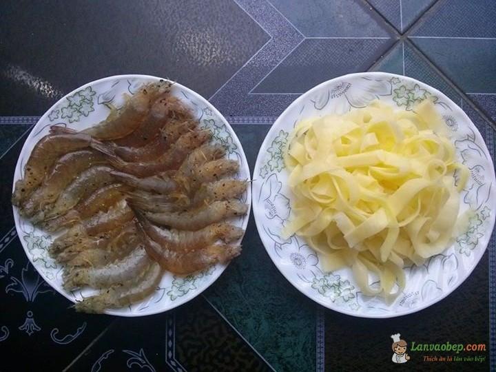 Tôm cuộn khoai tây chiên giòn món ngon cho bé