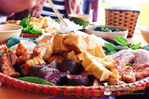 Bữa trưa đổi món tới quán bún đậu Hoàng Cầu