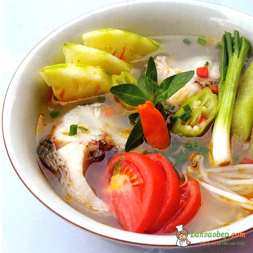 Vào bếp làm món canh cá chép nấu dứa