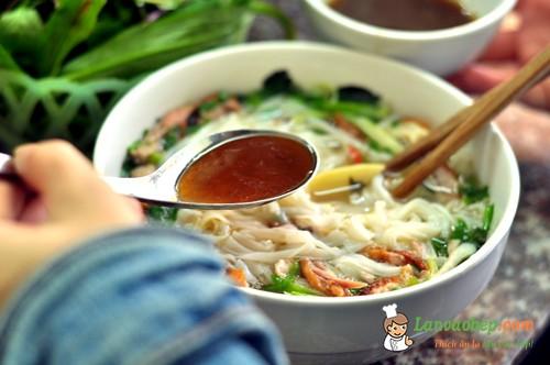 Nét đặc biệt trong cách ăn phở vịt quay Lạng Sơn