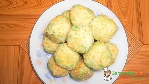Bánh trứng khoai tây ngon bổ dưỡng cho bé yêu