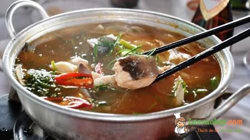Học làm món lẩu cá lăng nấu măng chua ngày đông