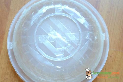 Tạo khối hoa sen bằng tô và đĩa nhựa