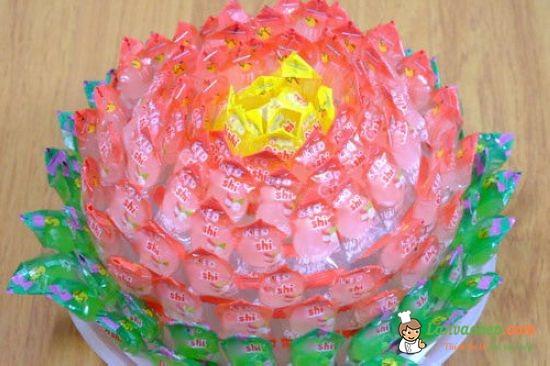 Cách làm hoa sen bằng kẹo oishi bày bàn thờ ngày Tết