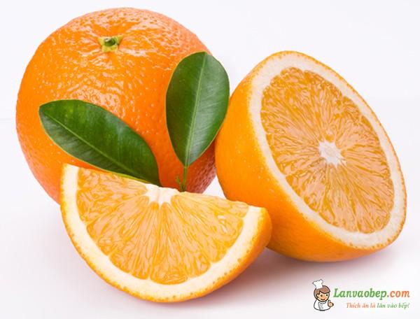 Vắt lấy nước cam làm mứt dừa vị cam