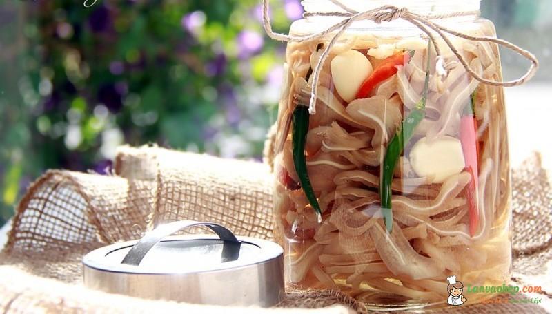 Dai giòn chua ngọt với món tai heo ngâm giấm