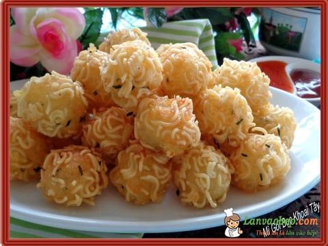 Mì gói bọc khoai tây chiên giòn cực ngon cho bé yêu