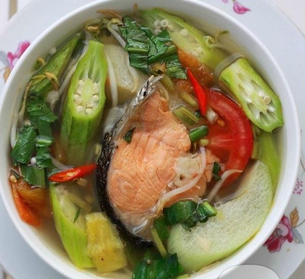 Canh chua đầu cá hồi vừa mát vừa bổ dưỡng